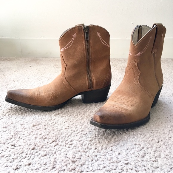 6151653ff52 Ariat short tan cowgirl boots Marilyn size 6.5